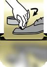 Schuhcreme mit Tuch auftragen